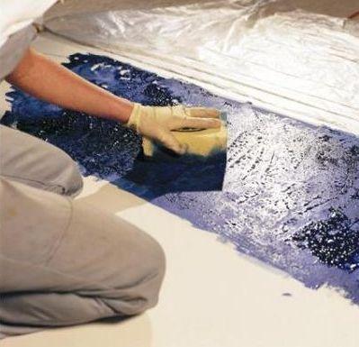 Силикатную краску наносят неравномерно, используя губку